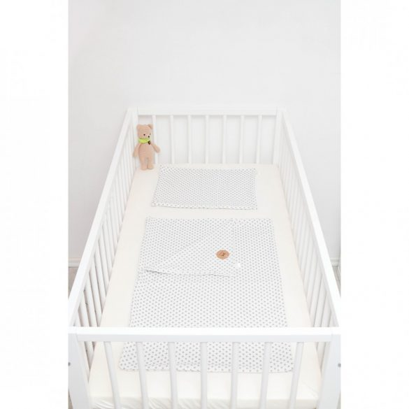 Fehér alapon ezüst szíves ágyneműszett babának