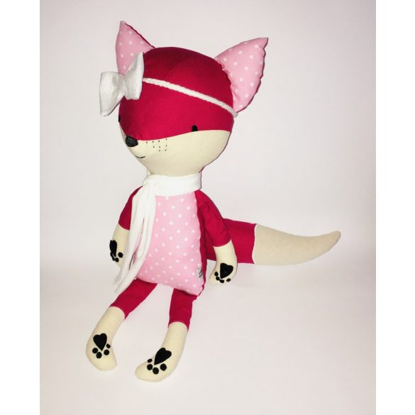 Pink róka fehér laza sállal